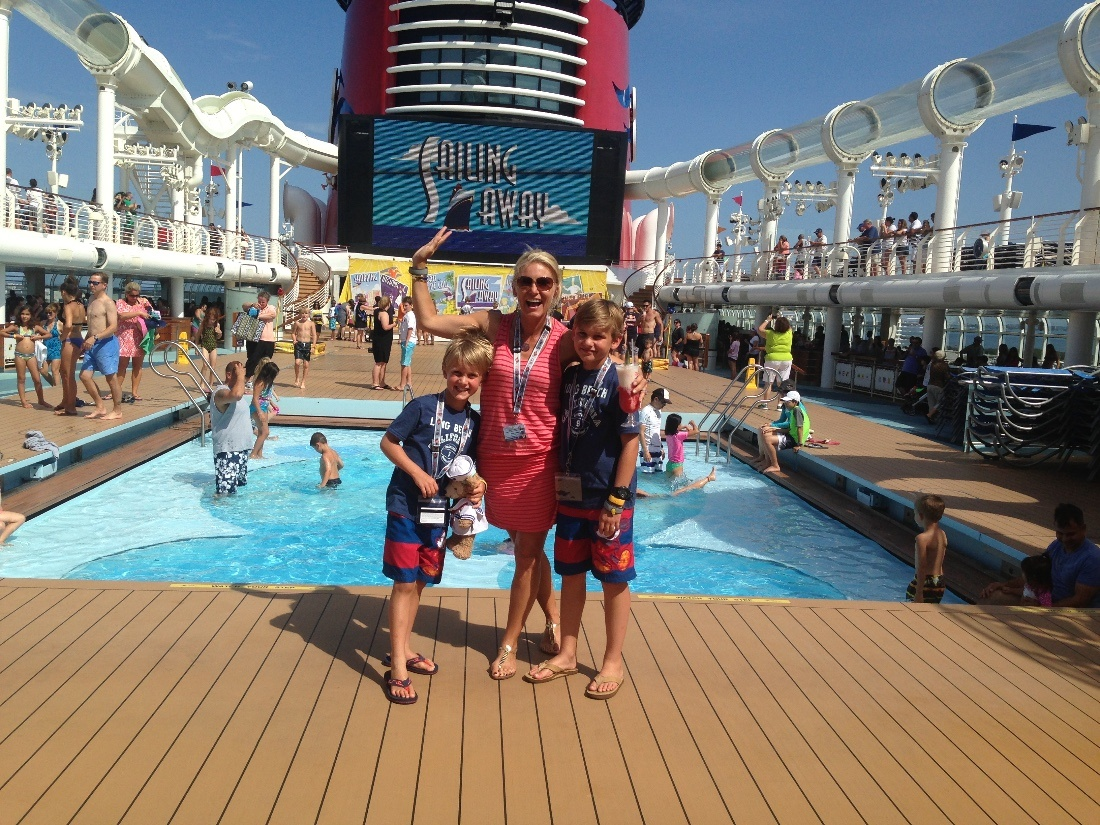 what to wear disney cruise luxury disney luxury travel mom